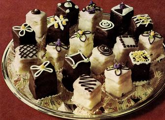 עוגיות מקושטות עם מרציפן -פטיט פור >>>מאסטר מתכונים