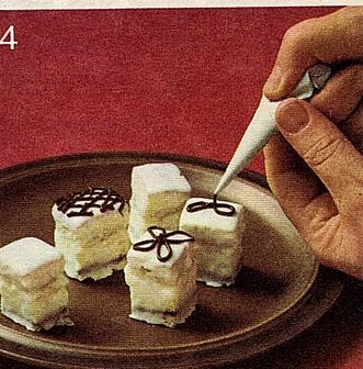 עוגיות מקושטות עם מרציפן -פטיט פור - מאסטר מתכונים