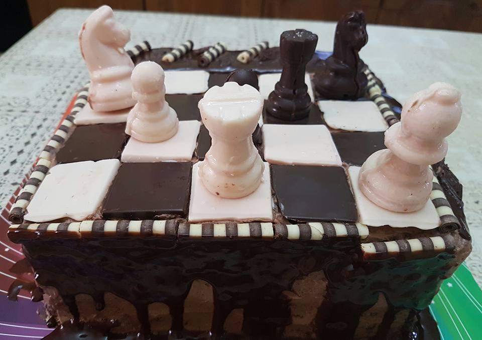עוגת שחמט מרובעת עם קצפת שוקולד